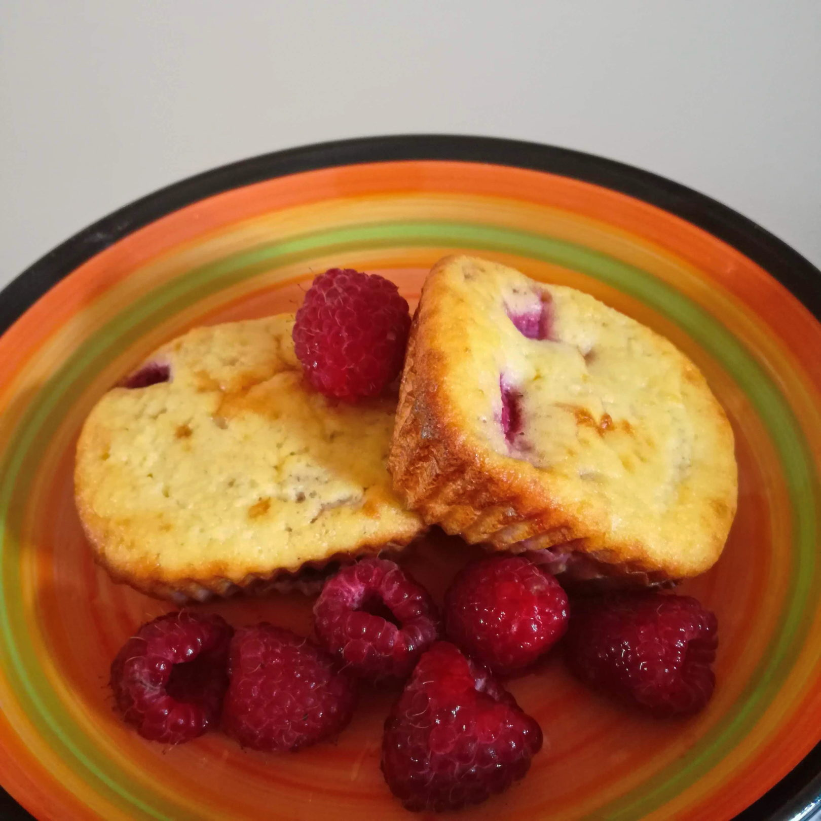 Coconut Raspberry Muffins – Keto and Low-Carb