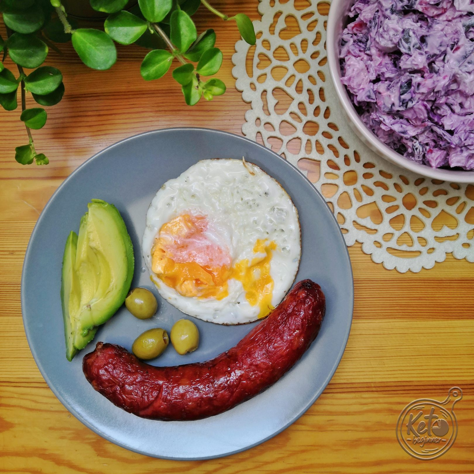 Purple Low-Carb Coleslaw by Keto Beginner