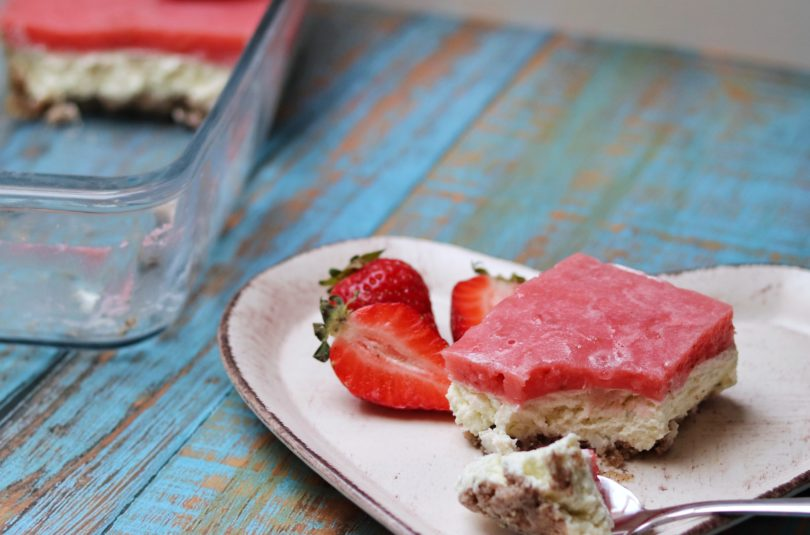 No-Bake Strawberry Lime Cheesecake Bars